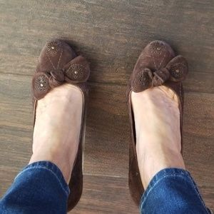 Gorgeous brown suede pumps with embelishments